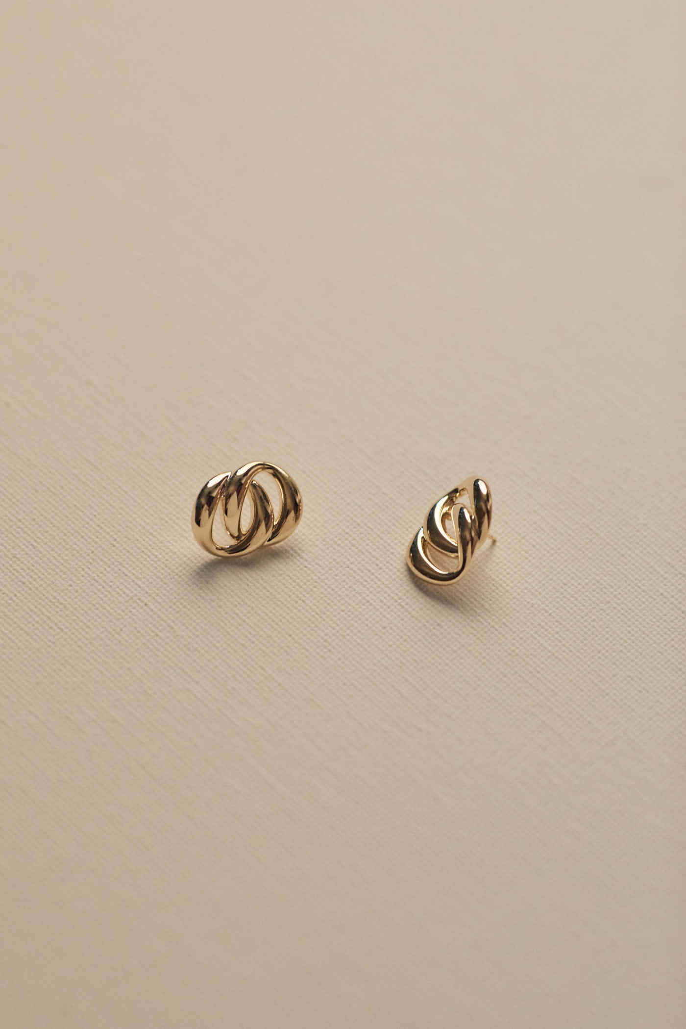 Mia Twist Earrings