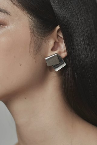 Gace Fold Earrings