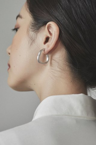 Remi Curve Earrings