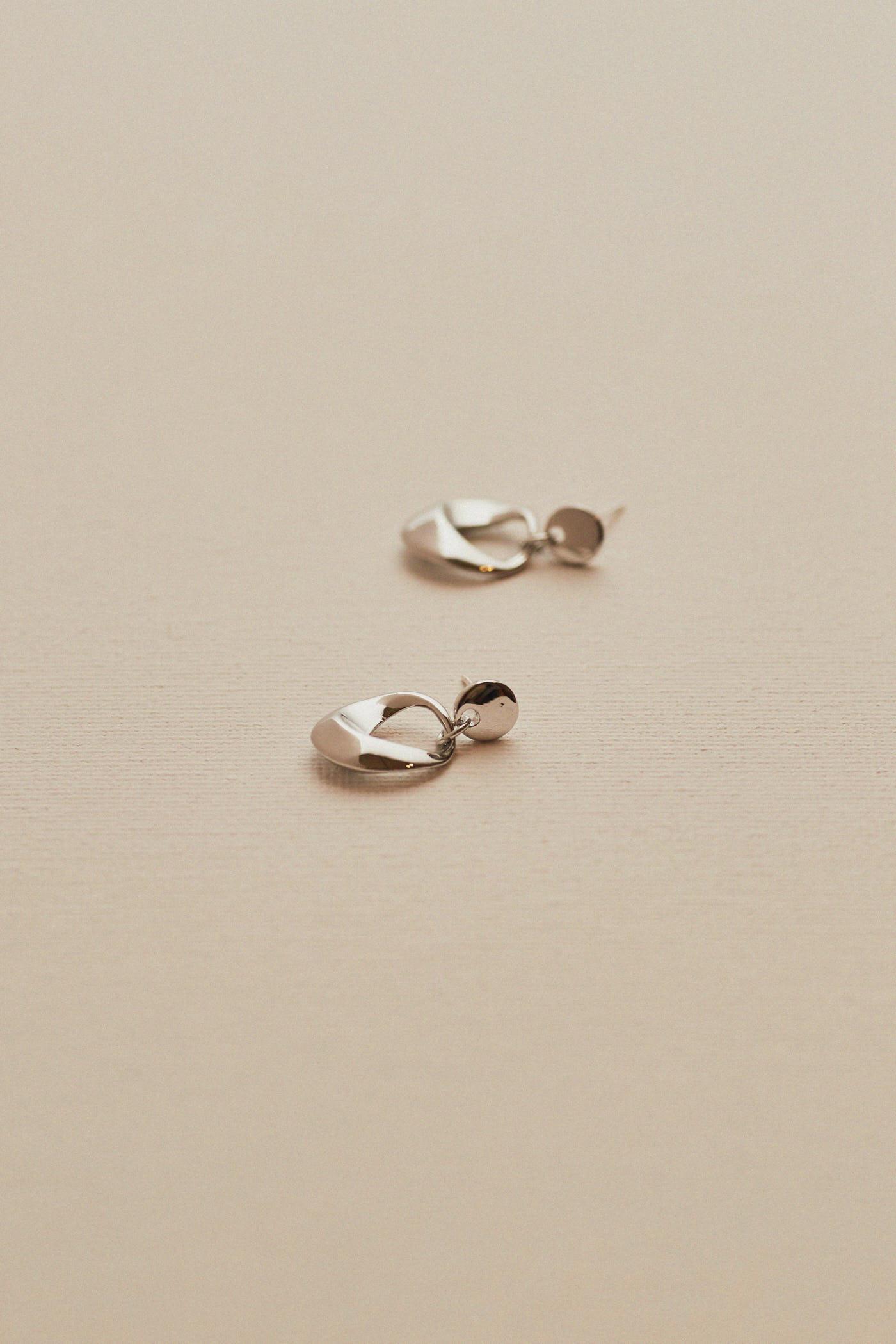 Lisa Drop Earrings